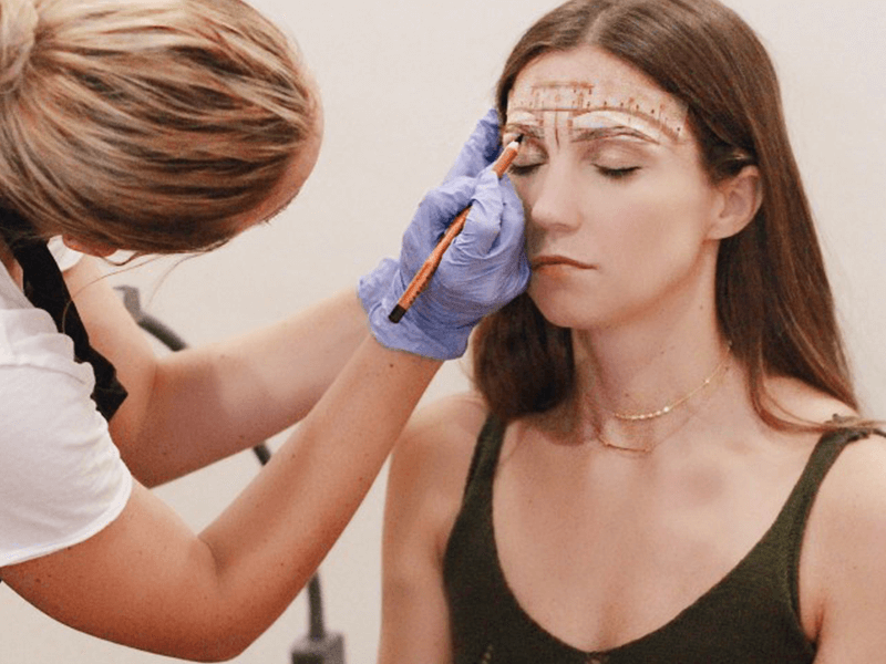 What to look for when choosing a microblading artist